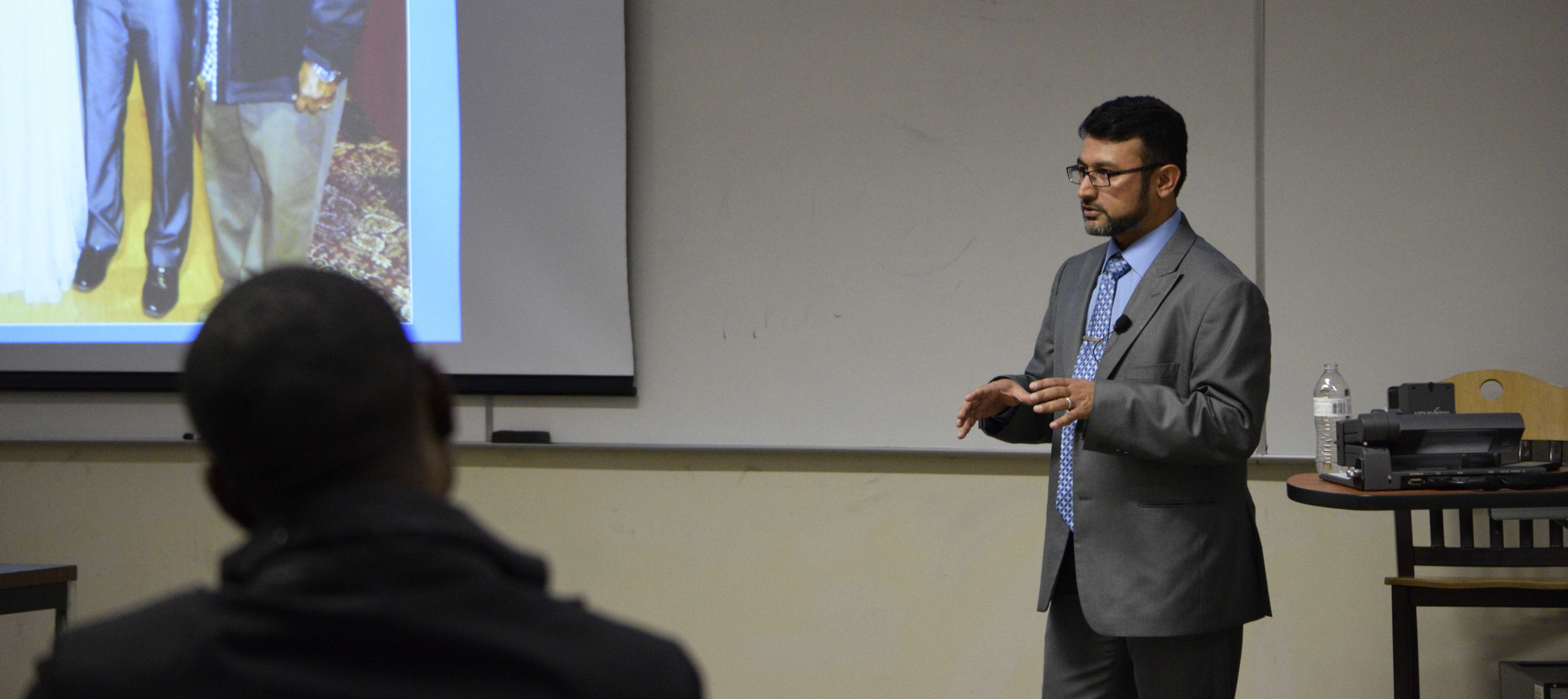Muslim Students Association hosts lecture on Islamic culture