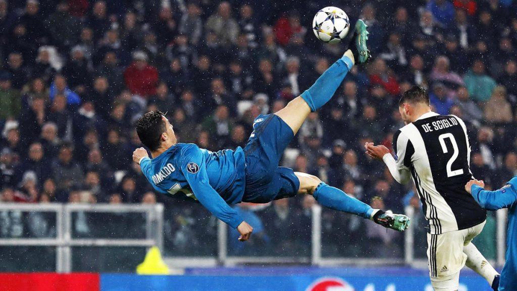 +Cristiano+Ronaldo+kicks+the+ball+Tuesday+against+Juventus.