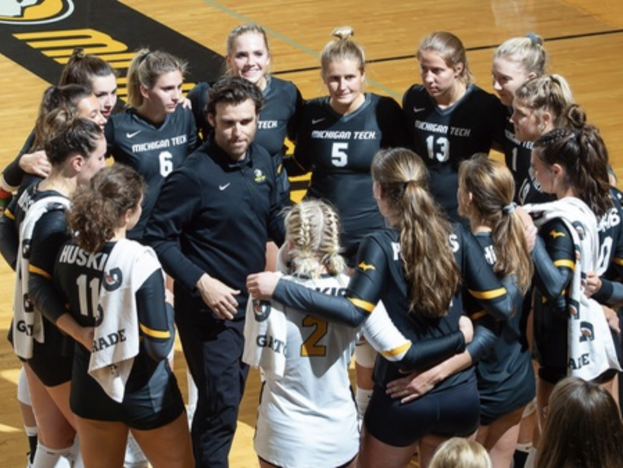 Volleyball hands out team awards, De Marchi named MVP
